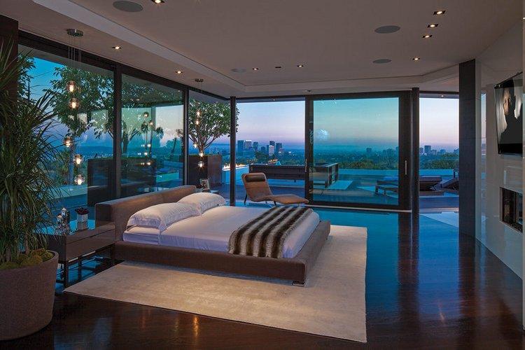 Stiklo sienų miegamasis
