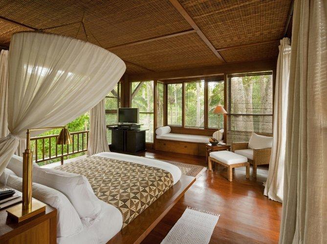 Natūralios spalvos miegamajame