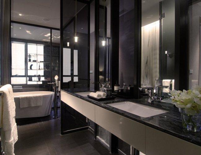 Juoda - balta vonios kambarys