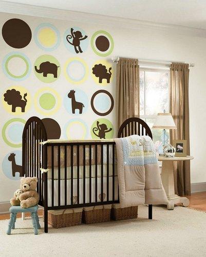 Gyvūnų figūromis dekoruota siena