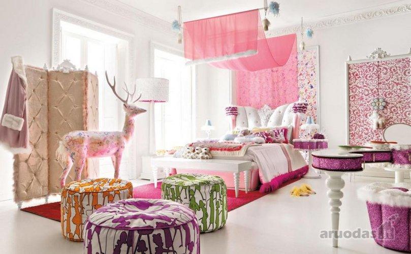 Prabangus, romantiškas mergaitės kambarys