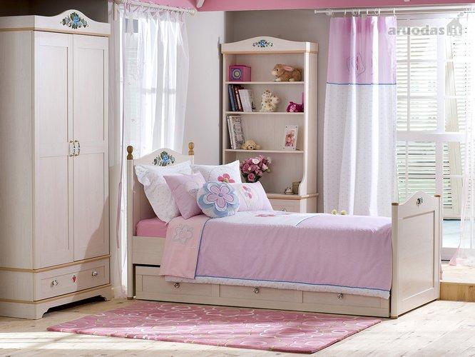 Rožinis mergaitės kambarys