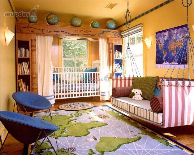 Erdvus mažylio kambario interjeras