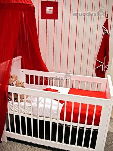 Raudona - balta kūdikio kambarys