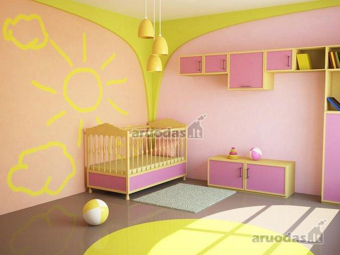 šviesus ir saulėtas kūdikio kambarys
