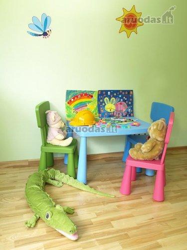 žaidimų vieta mažylio kambaryje