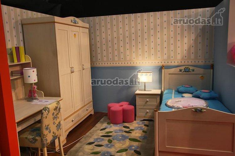 Klasikinio išplanavimo vaiko kambario interjeras