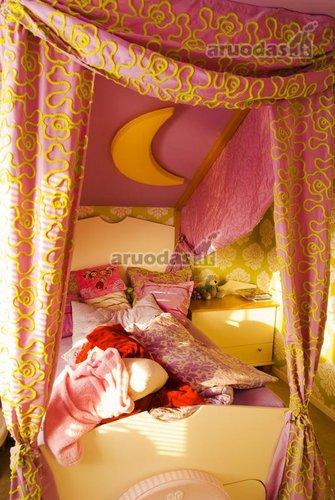 Rožinis kambarys