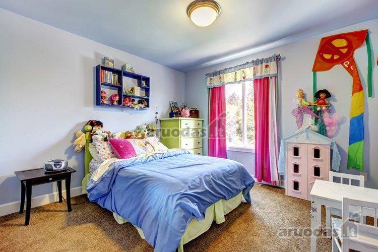 Spalvingas mergaitės kambarys