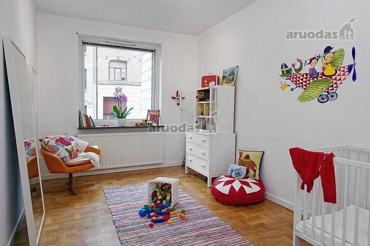 Balta mažylio kambaryje