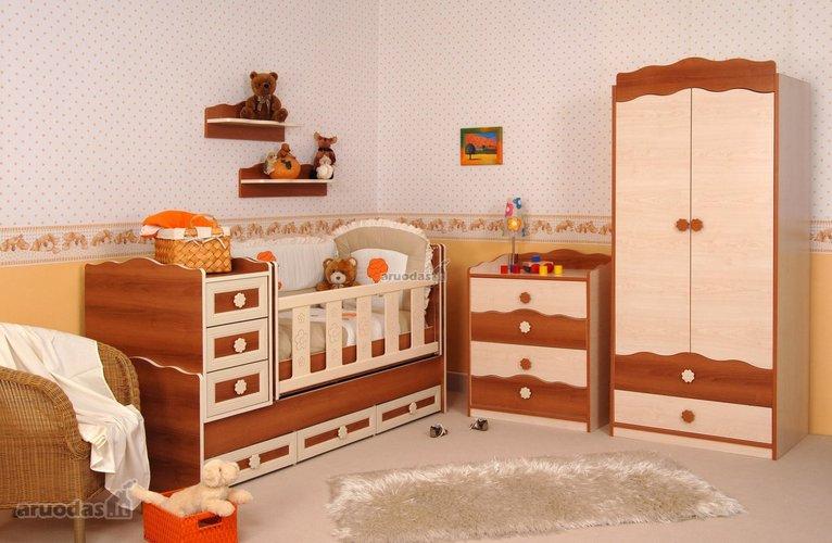 Rudų meškiukų akcentas mažylio kambaryje