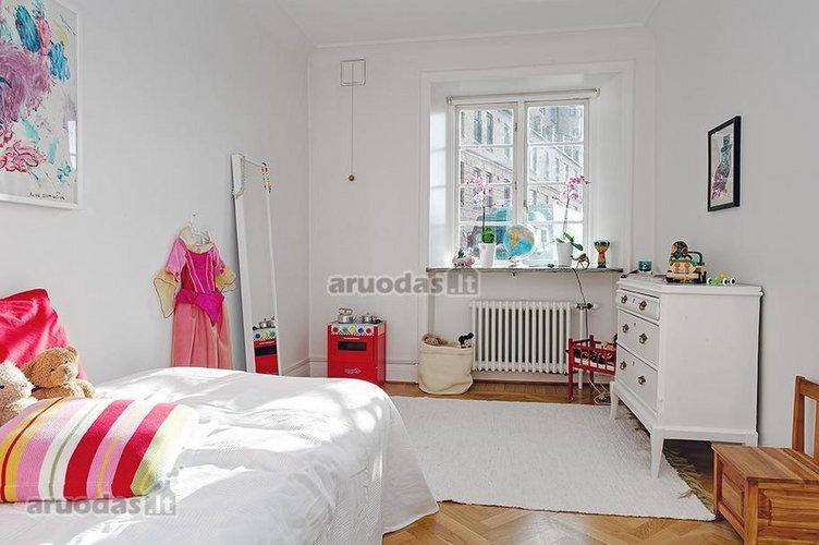 Skandinaviško stiliaus mergaitės kambarys