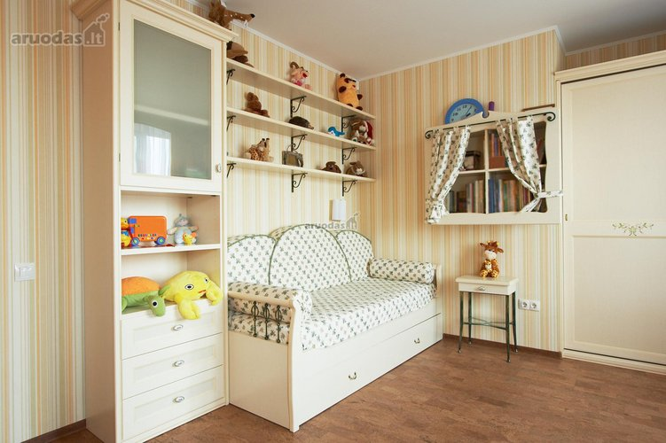 Jaukus, švieių spalvų vaiko kambarys