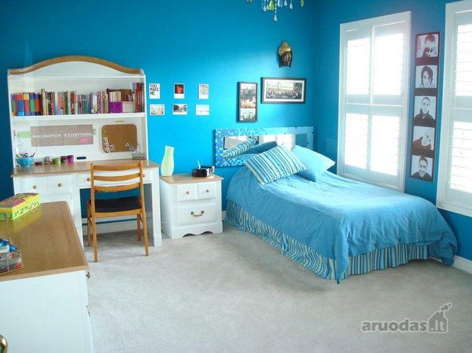 Mėlynas paauglės kambarys