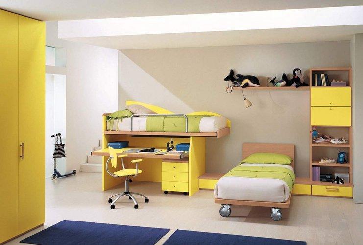 Geltona vaikų kambaryje