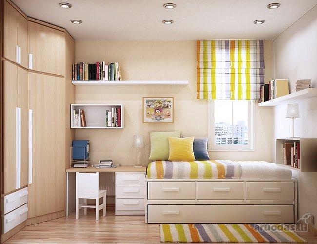 šviesių spalvų jaunuolio kambarys