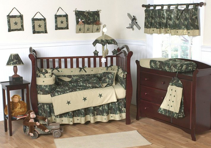 Militaristinis mažylio kambario dekoras