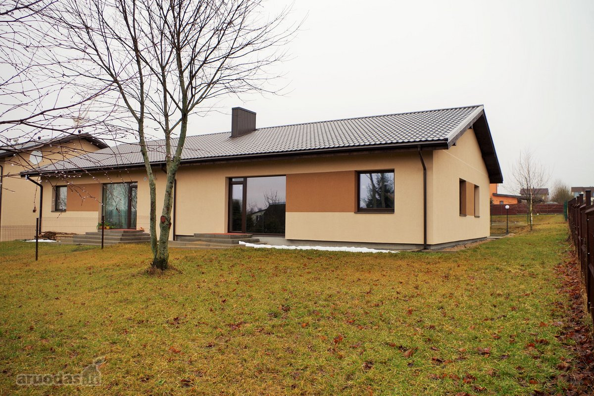 Vilnius, Pavilnys, Gurių g., mūrinis sublokuotas namas