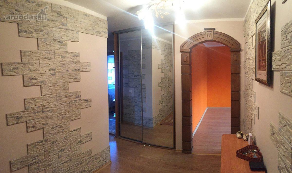 Šalčininkų r. sav., Šalčininkų m., A. Mickevičiaus g., 4 kambarių butas