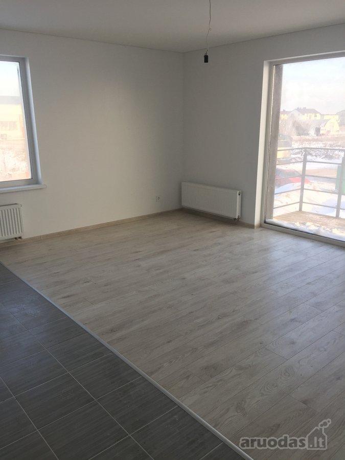 A klases name parduodamas trijų kambarių ,