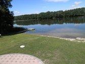 Sklypas su ezero pakrante,yra daug pamatu