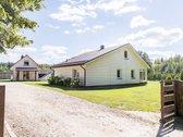 Parduodama kaimo turizmo sodyba, 132 m² ir 70 m² gyvenamieji namai, kiti statiniai, 25 km atstumu nuo Druskininkų. Puiki vieta vystyti ...