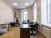 Rezervuotas 2017.01.17 Puikios 27,53 m² administracinės patalpos aukštomis lubomis Senamiestyje, lengvai surandamoje vietoje Pylimo ...