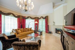 Prestižiniame Vilniaus rajone – itin prabangus amerikietiško stiliaus namas