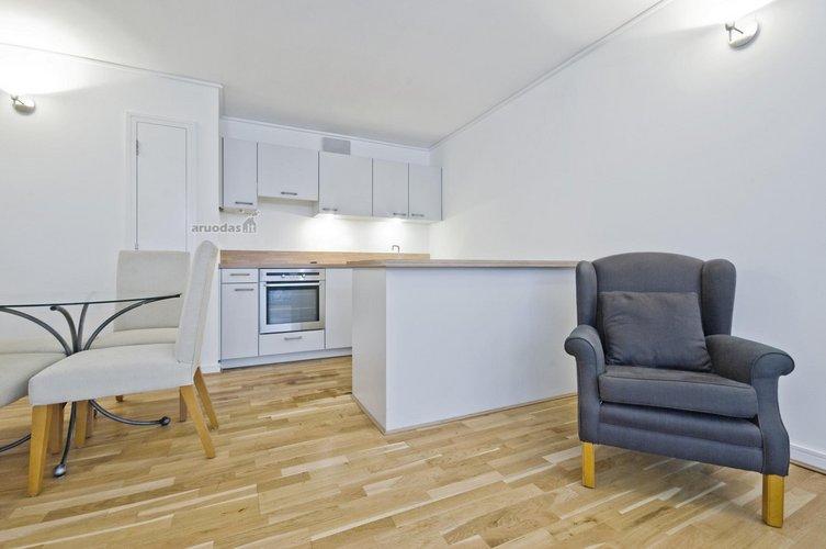 Atskirtos valgomojo ir virtuvės erdvės