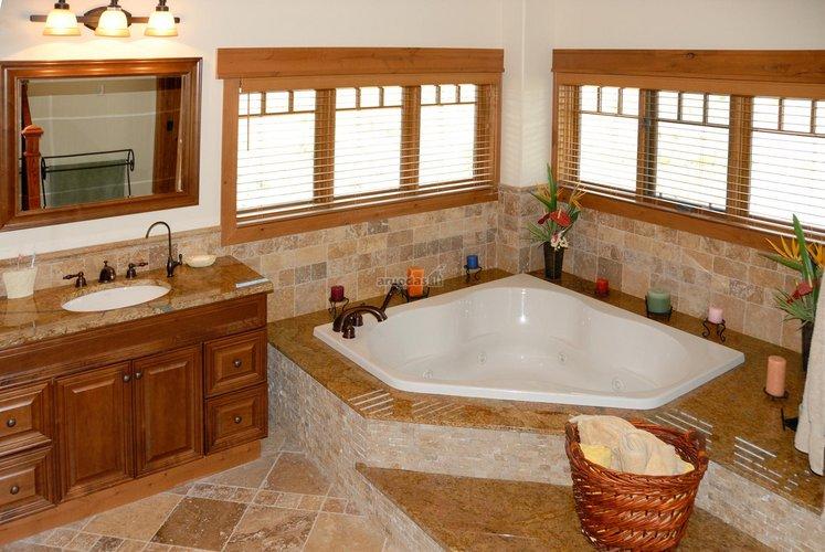 Elegantiškas vonios kambario interjeras