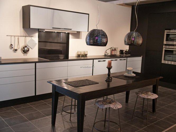 Originalaus dizaino virtuvė