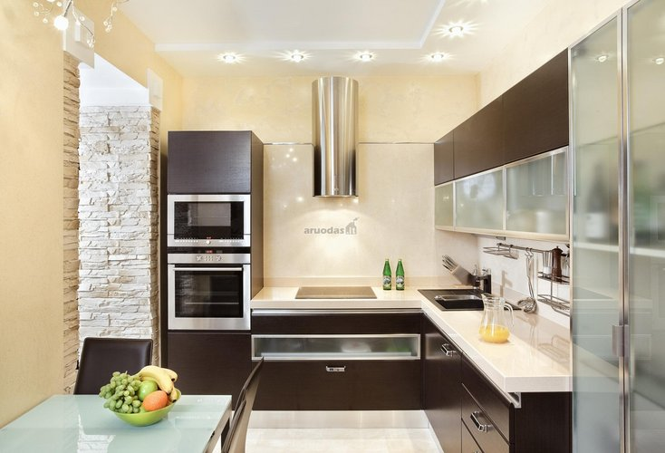 Virtuvės erdvė namo/buto kampe