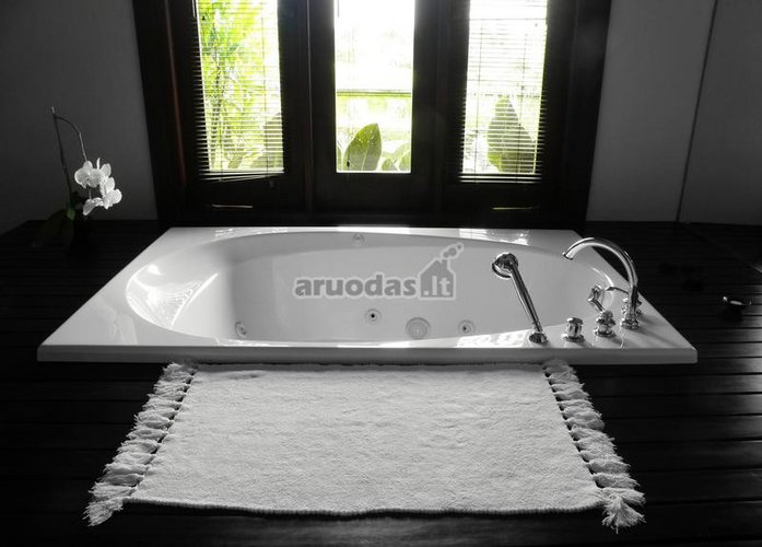 Baltas vonios kilimėlis
