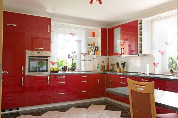 Raudonos virtuvinės spintelės