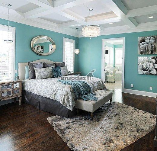 Mėlynos miegamojo sienos