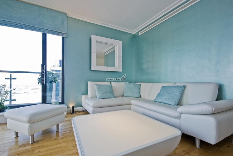 šviesus mėlyna - balta interjeras