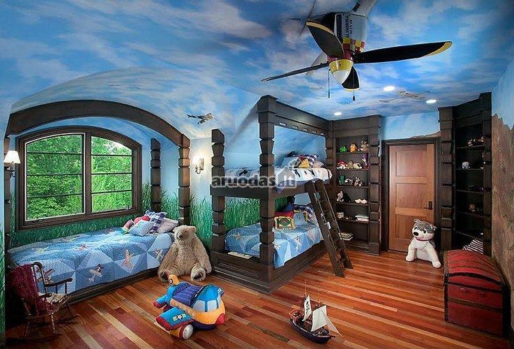 Mėlyno dangaus lubų interjeras