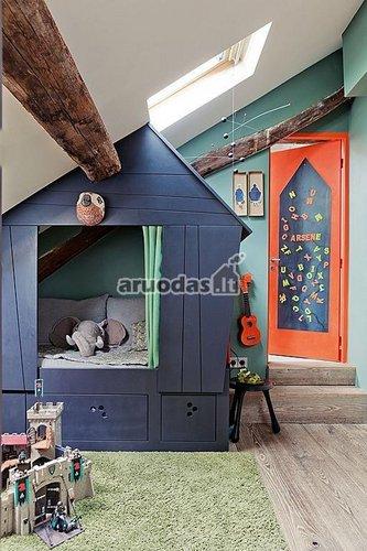 Mėlynas malūnas vaiko kambaryje