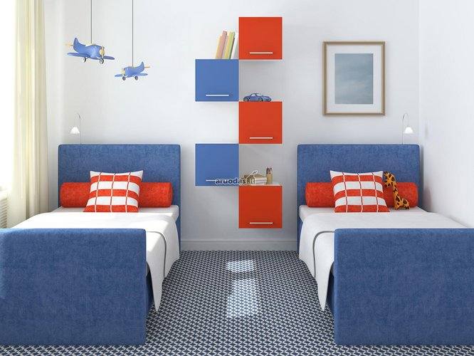 Mėlyna - balta kambarys su raudonomis detalėmis