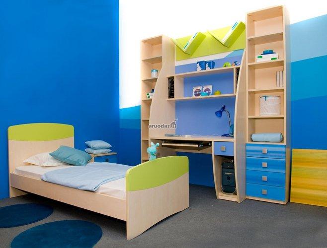 žaismingai mėlynas vaiko kambario interjeras