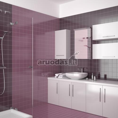 Violetinė - balta vonios kambario interjeras