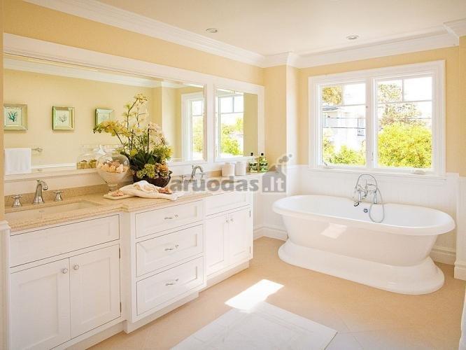 Blankios geltonos ir baltos derinys vonioje
