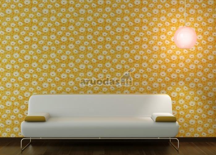 Geltona siena, dekoruota baltomis gėlytėmis