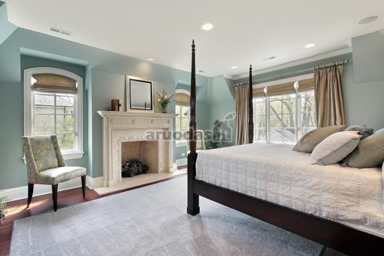 Miegamojo, mėlynomis sienomis, interjeras