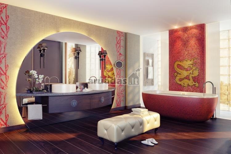Rožinis vonios kambario akcentas