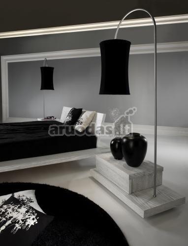 Pilkai juodas miegamjo interjeras