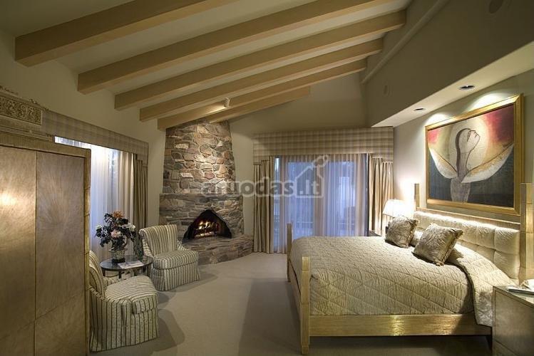 švelnios spalvos miegamajame