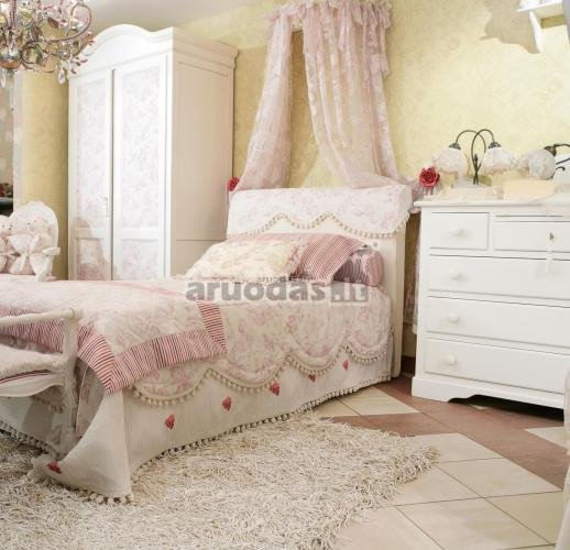 Rausvai baltas miegamasis