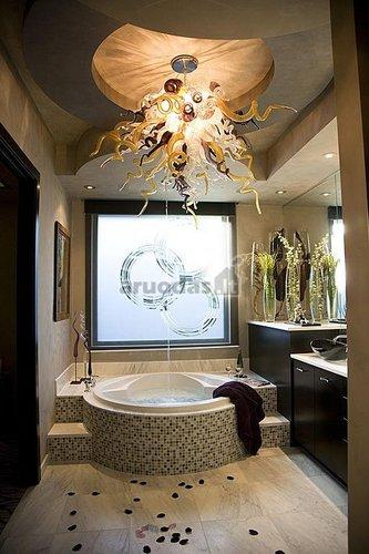 Medūzos formos šviestuvas