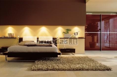 Išskaidytas lovos priekio apšvietimas